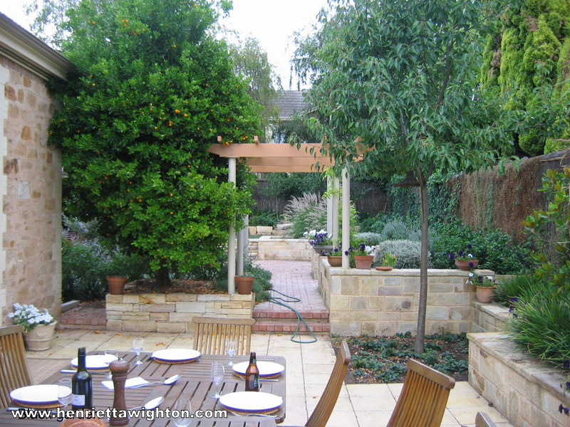 Photo gallery henrietta wighton garden design for Courtyard home designs adelaide